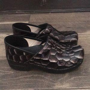 Authentic Dansko patent leather clogs sz 38 7.5